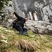 Andy im steilen Grasgelände am Fuss der Südflanke