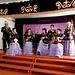 wir bekommen ein tolles und exklusives Konzert auf traditionellen Instrumenten. Die Musiklehrer der Musikschule in der Nachbarschaft sind gerade erst wieder eingeflogen von einem internationalen Wettbewerb in Kasachstan. <br /><br />
