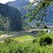 Blick ins Tal, die Autobahn und die Baustelle der NEAT