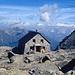 Bordierhütte mit Blick zu den Berner Alpen