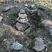 Гара Лысая / Hara Lysaya - Am Gipfel befinden sich ein Vermessungspunkt und ein Steinmann.