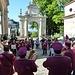 La banda di Cuvio (o Filarmonica Cuviese) davanti alla Prima Cappella
