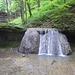 Etwas weiter unten ein weiterer kleiner Wasserfall
