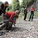 Anstrengende sache das Transportieren von einem Verletzten