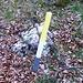 Gelb Weisse Stangenmarkierungen erleichtern die Orientierung.