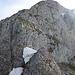 Am Hohgant Ostgrat - der Schneepfropf muss überstiegen werden. Die mühsamste Stelle momentan