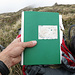 """Das Gipfelbuch ist in desolatem Zustand. Ich hatte vor drei Jahren schon davon berichtet. <br /><img src=""""http://f.hikr.org/files/525984.jpg"""" />Foto von meiner Tour vom 25.06.2011. Das alte Buch habe ich belassen.<br />Heute habe ich die wenigen Seiteneinträge bis 1990 fotografiert. Ich werde sie in ein neues Gipfelbuch einfügen und dieses bei Gelegenheit platzieren."""