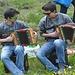 Zwei ganz coole Grengjer versorgen die Unterhaltungsmusik bei dem Raclette-pflausch.