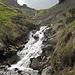 Der Bach von der Widderalp hat viel Schmelzwasser