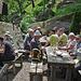Gemütliche Mittagsrast beim Schlosswirt