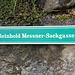 Wir verlassen Juval durch die Reinhold Messner-Sackgasse