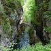 Schmucke Steinbrücke über die Areuse bei Saut de Brot