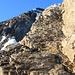 Rampe mit Fixseil zum letzten Gratzacken des Leiterengrates. Auf der Rückseite befindet sich dann der Risskamin mit Fixseil die Lücke zwischen Leiterengrat und Gspaltenhorn Nordwestgrat hinunterführt.