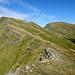 dalla sella Braiola,uno sguardo verso il monte Braiola a sx e al monte Orsaro a dx