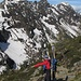 Fabio e Silvia notano due camosci sull'altro versante della valle