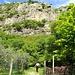 entlang der Felswände
