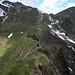 Auf dem Derraköpfle. Im Hintergrund Derra-alpe, Derrajoch und links oben der Doppelzacken am Nordgrat der Güntlespitze.