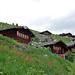 Vorne links die letzte im traditionellen Sinn bewohnte Alphütte