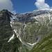 Durch die Gräben rechts vom Grat des Tennbachhorns führt die Skiabfahrt ins Telli. WS+, 38 Grad steil.