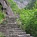 Le scalinate, a destra si notano le nuove pietre appena messe in opera.
