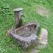 Una delle numerose fontane in pietra che si inxcontrano lungo il cammino.