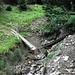 Spuren des Winters. (Brücke nach Überm Bach) der Bach kann unterhalb auf einem Steg gequert werden