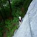 ... in recht steilem C/D Gelände kräftig zupacken.<br />(steile Platte)