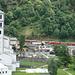 Kirche von Brusio und Zug Nr. 2 von 6 (Regionalzug Tirano - St. Moritz)