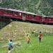Im Kreisviadukt: Zug Nr. 5 von 6 (Bernina Express Tirano - St. Moritz), gegenseitiges Bestaunen...