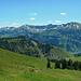 Wieder zurück am Höhenweg mit Blick zu den Damülser Bergen.