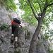 Abstieg über den Sentiero delle Laste. Ein KS ist nicht mehr zwingend notwendig, aber ohne diese Tritte wäre für uns an diesem griffarmen Wändchen kein Durchkommen mehr gewesen