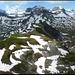 Fast schon atemberaubendes Panorama vom Gipfel (das ich mehrere Wochen lang als Desktop-Hintergrundbild verwendet habe).