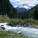 Im Val Tasna: Das Rauschen des Bachs begleitet einen über Stunden