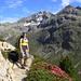 Aufstieg durch Alpenrosenfelder - hinten Piz Julier (li) und Piz Albana (re)