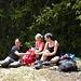 das Geimerhoru erfolgreich und genussvoll (teilweise beinahe etwas alpin) erwandert - der Massaweg noch vor ihnen, stossen die drei ladies auf die tolle Tour an