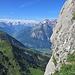 Blick aus dem Kamin ins Glarnerland