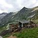 Holzverschlag und im Hintergrund Madom Gröss (2741 m) und Pizzo Cramosino (2718 m)