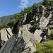 auch in diesen Felsen gibt es Kletterrouten