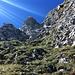Der Ausstieg aufs Nünalphorn. Ich hatte mühe gute Griffe zu finden. Am Anfang T 5, beim Fels eher III.