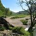 Das mehr oder weniger trockene Flussbett ein paar Hundert Meter oberhalb der Seilbruecke.