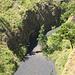 Ausgetrocknetes Flussbett mit vulkanischen Ablagerungen. Von April bis September ist auf Lombok Trockenzeit. Während einem Monat Ferien in Indonesien gab es keinen Troopfen Regen!