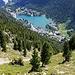 "Tiefblick aus der Südflanke des Le Bonhommes auf Champex (1468m) mit dem gleichnamigen See ""Lac de Champex"" (1466m)."