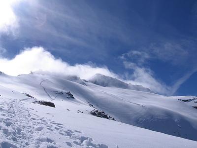 Le nuvole ci hanno graziato: siamo riusciti ad arrivare in cima poco prima che avvolgessero la vetta.