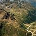 Tiefblick vom Gipfel zur Amberger Hütte.