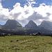 6 der 7 Churfirsten: Chäserrugg (2262 m), Hinterrugg (2306 m), Schibenstoll (2234 m), Zuestoll (2235 m), Brisi (2279 m), Frümsel (2263 m)