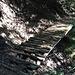 Schittere Brücke: sie hält, man kann sie aber auch rechts (in Gehrichtung) umgehen
