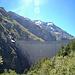 Die Staumauer Mauvoisin und links der Mont Rouge du Giétro