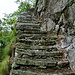 Die Steilstufe unterhalb Alp Scign wird mit sensationellen Treppenanlagen überwunden