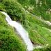 Unterhalb der Alpe d'Örz ist eine mehrere Hundert hohe Felsstufe - der Weg ist erkennbar