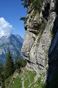 Die Querung unter der Felswand vor der Rinne.